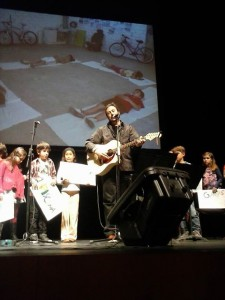 Foto: Ángel Petisme, nuestro gigante favorito, ayer en Baluarte presentando Imagina cuántas palabras